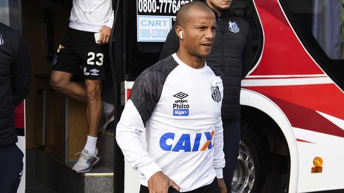 a64bb200a1 Santos consegue liberação da Conmebol e terá Carlos Sánchez contra o  Independiente