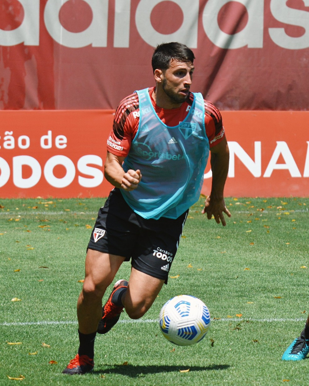 Calleri durante o treino do São Paulo nesta quinta-feira — Foto: Erico Leonan / saopaulofc