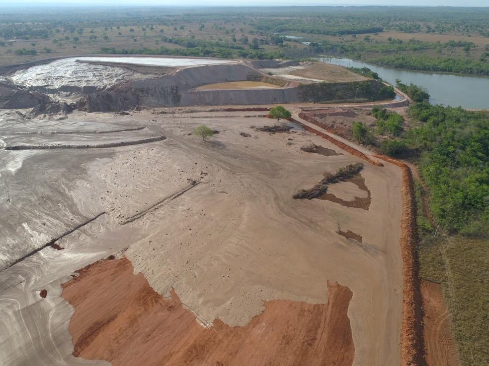 Rejeitos escoaram por uma área que varia de 1 km a 2 km em Nossa Senhora do Livramento — Foto: Sema-MT/ Assessoria