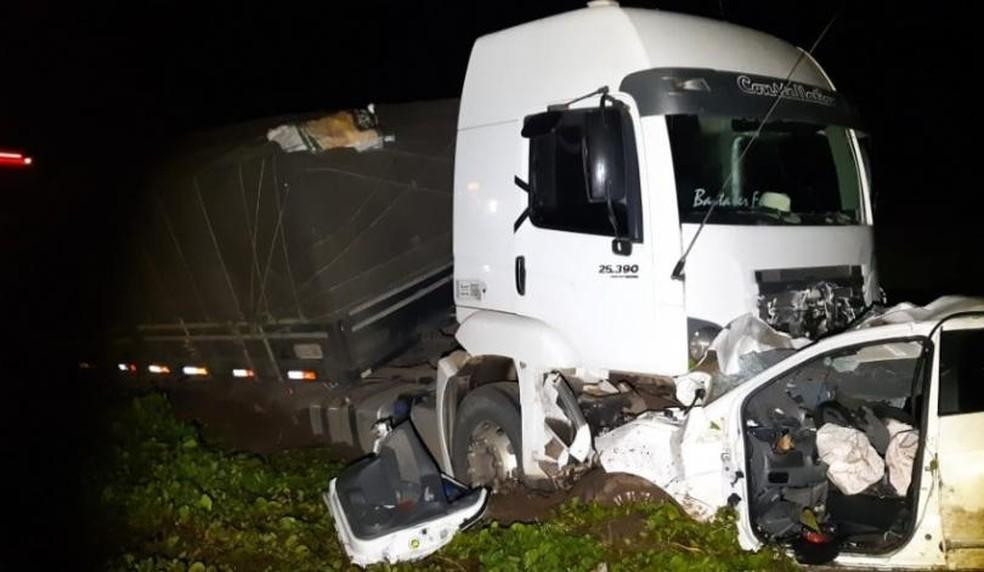 Segundo a PRF, o acidente aconteceu por volta das 21h40 da sexta-feira (8). — Foto: Foto: Divulgação/PRF.