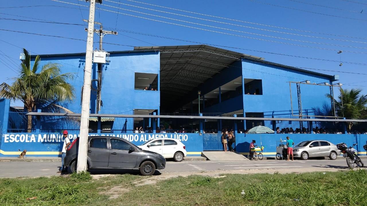 Jovem é detido após invadir escola armado para defender namorada em briga, em Manaus