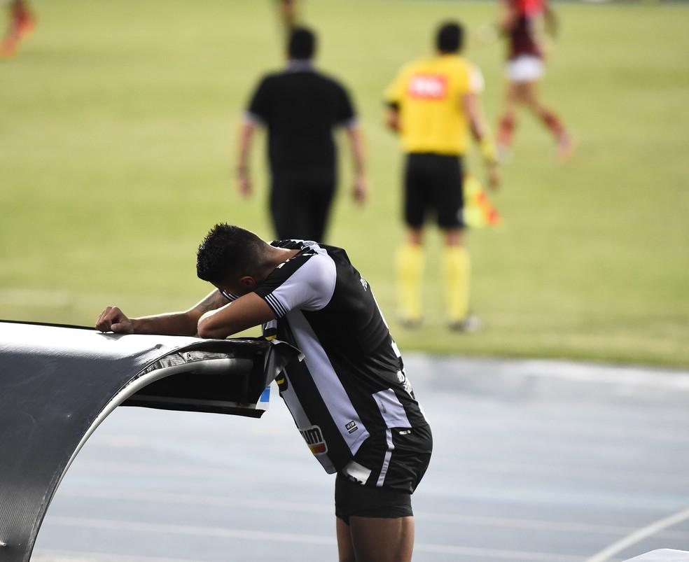 Pedro Raul em Botafogo x Atlético-GO  — Foto: André Durão/ge