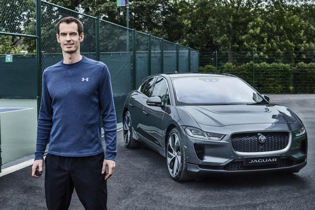 Andy Murray e seu novo Jaguar todo elétrico (Foto: Divulgação)