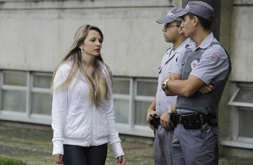 Nayara Rodrigues da Silva, estudante que sobreviveu ao sequestro, chega ao Fórum de Santo André, no Grande ABC, na manhã desta segunda-feira (13). — Foto: Nelson Antoine / Foto Arena / Agência Estado