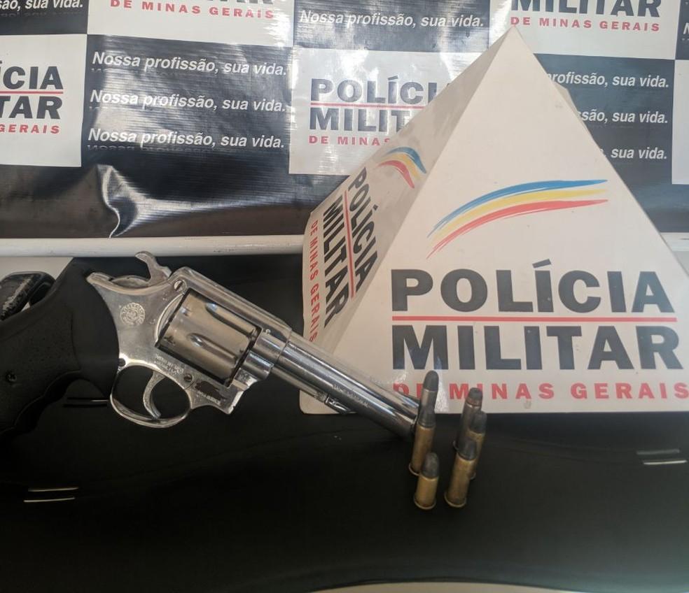Arma usada no crime foi apreendida (Foto: Polícia Militar/ Divulgação)