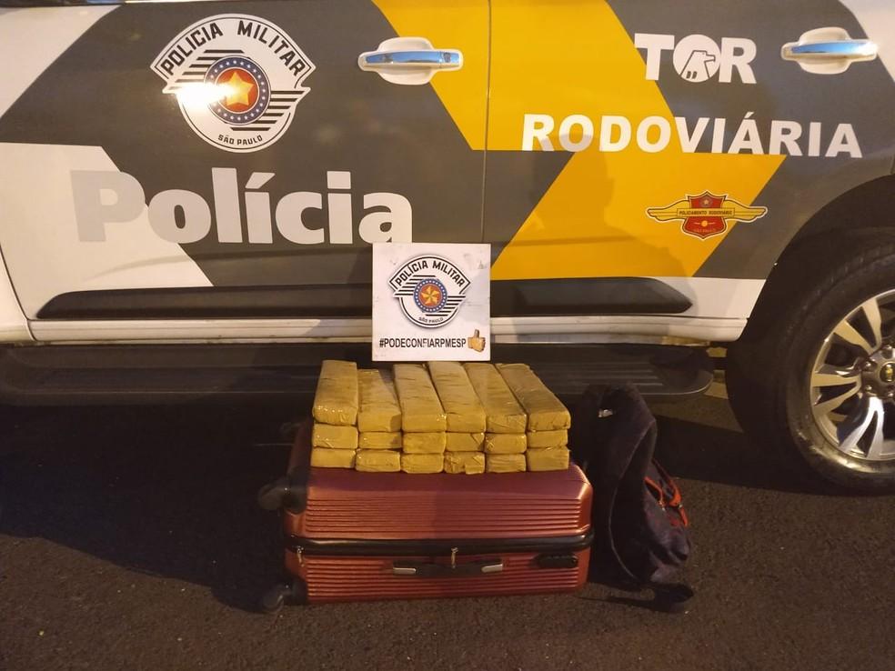 f5bd2930ca7 ... Polícia Rodoviária achou a droga durante uma fiscalização de rotina em  um ônibus que seguia de