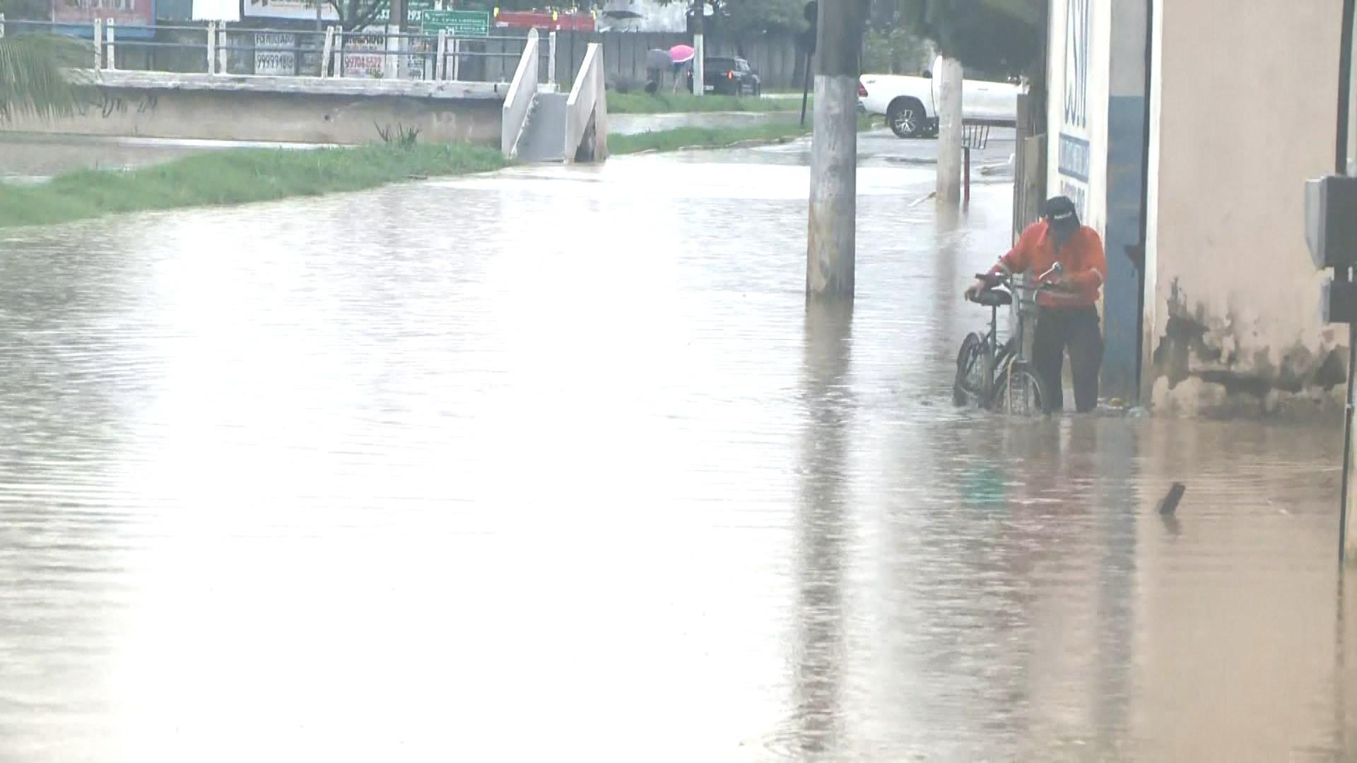 Inmet mantém alerta de chuvas intensas para 48 cidades do ES