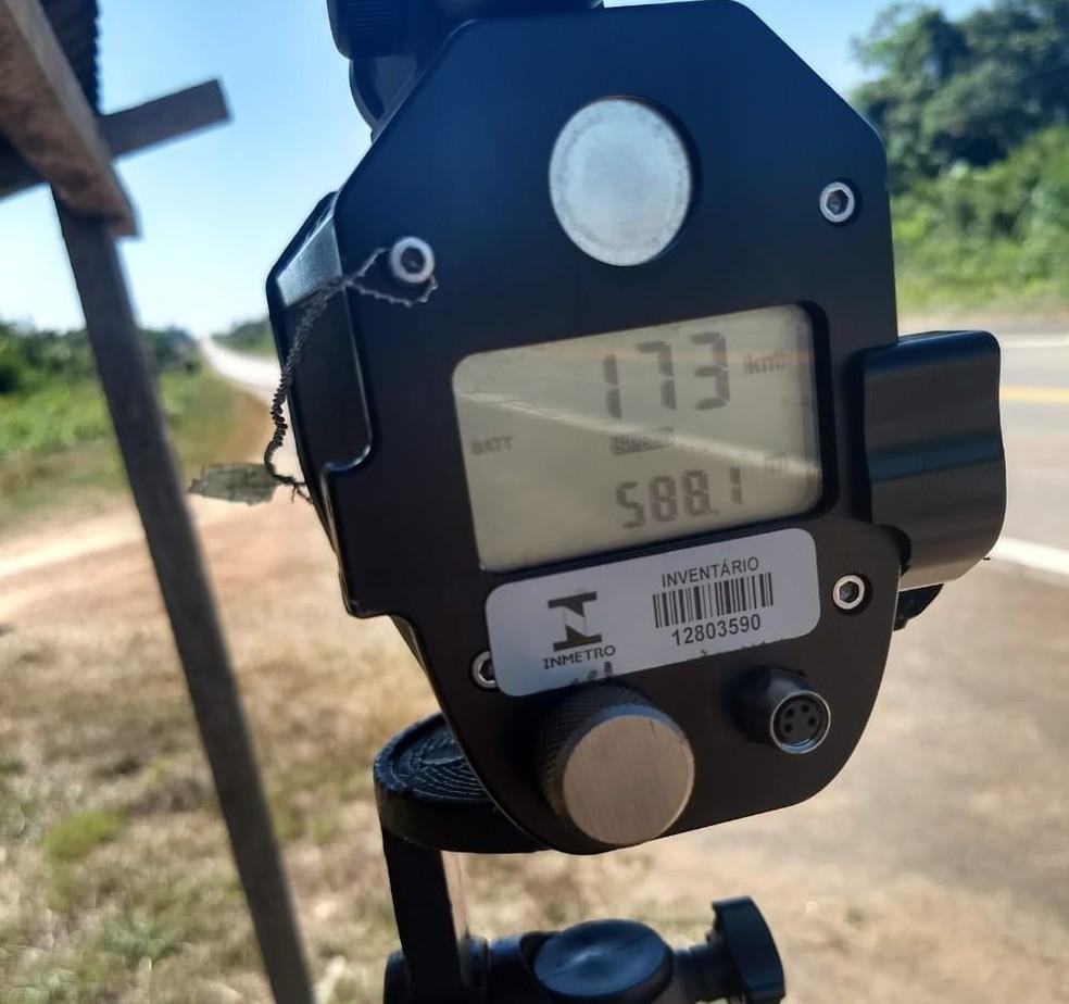 -  Radar foi montado em ponto estratégico da BR-364  Foto: PRF/Divulgação