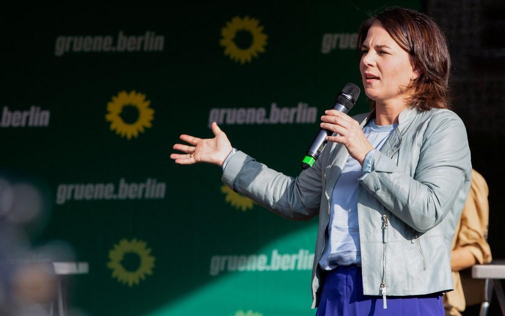 Annalena Baerbock, candidata do Partido Verde ao cargo de primeira-ministra da Alemanha, durante comício em Berlim, no dia 7 de setembro — Foto: Stephane Lelarge/AFP