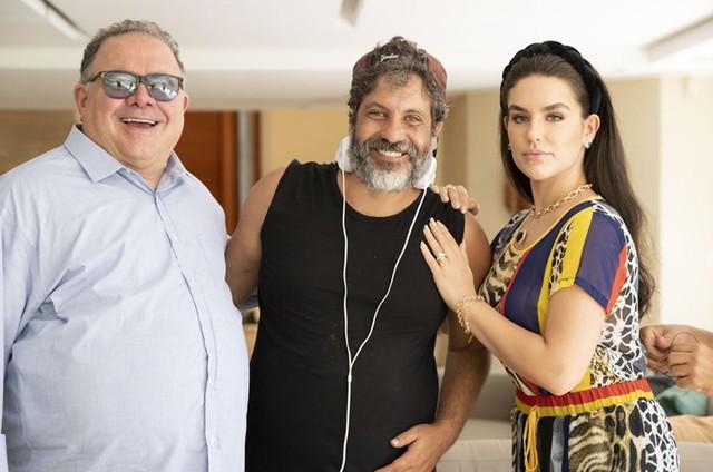 Leo Jaime e Kéfera com o diretor Pedro Vasconcelos (Foto: Divulgação)
