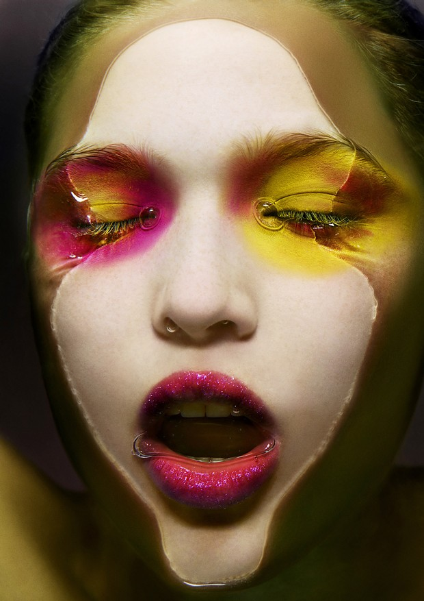 Pink e amarelo: Aqua Cream; Waterproof Face & Body Color Cream nas cores Yellow e Fuchsia; Super Lip Gloss nas cores Clear e Pink - tudo Make Up For Ever (Foto: Zach Gold)