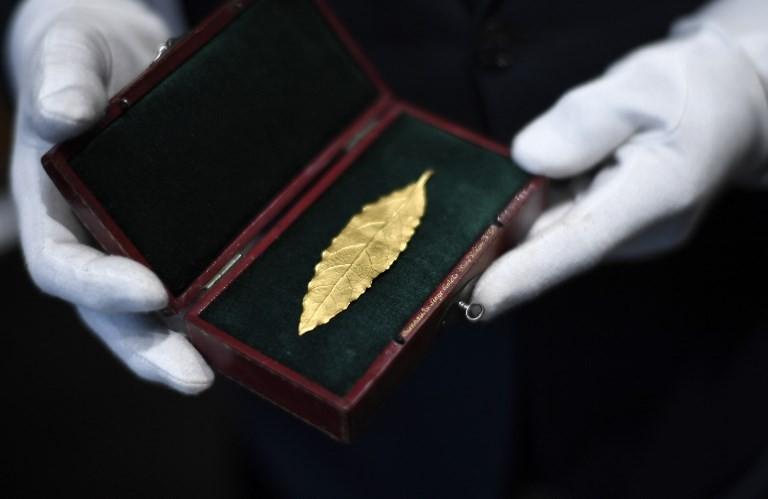 Folha de ouro da coroa de Napoleão é leiloada por 625 mil euros