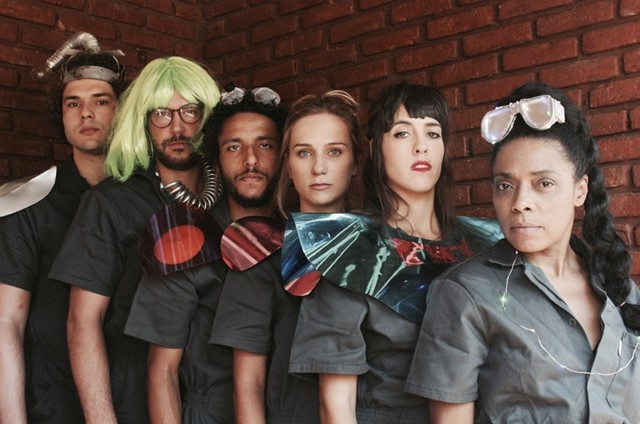 Elenco da peça 'A quarta zaragata porvindoura' (Foto: Helena Casal de Rey)
