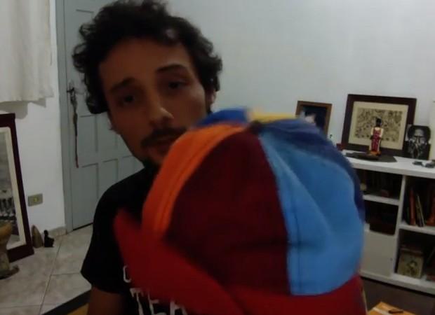 Fredy Állan guarda chapéu do personagem Zequinha como recordação (Foto: Reprodução/Instagram)