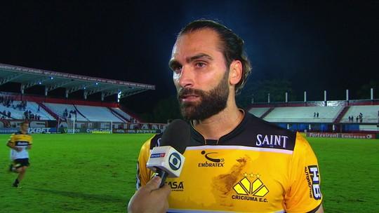 """Léo Gamalho diz que time tem que melhorar e rápido: """"Ainda não entramos no campeonato"""""""