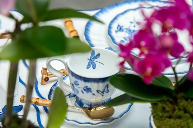 Mesa de café da manhã decorada com toque mediterrâneo (Foto: Douglas Daniel)