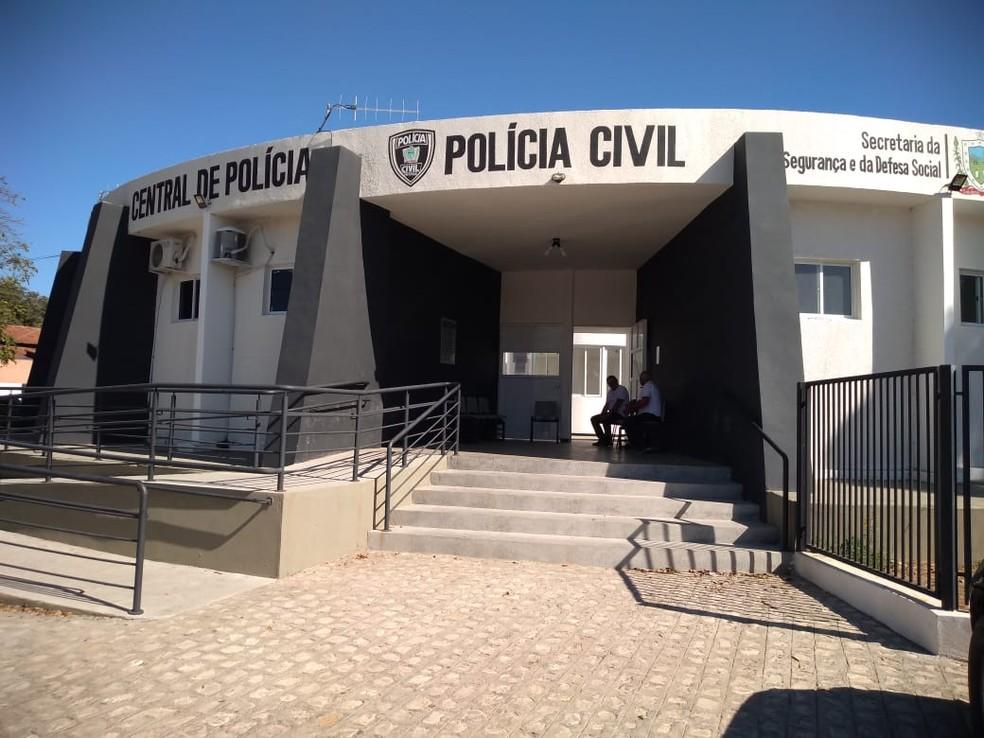 Caso é investigado na Delegacia de Homicídios de Cajazeiras — Foto: Beto Silva/TV Paraíba