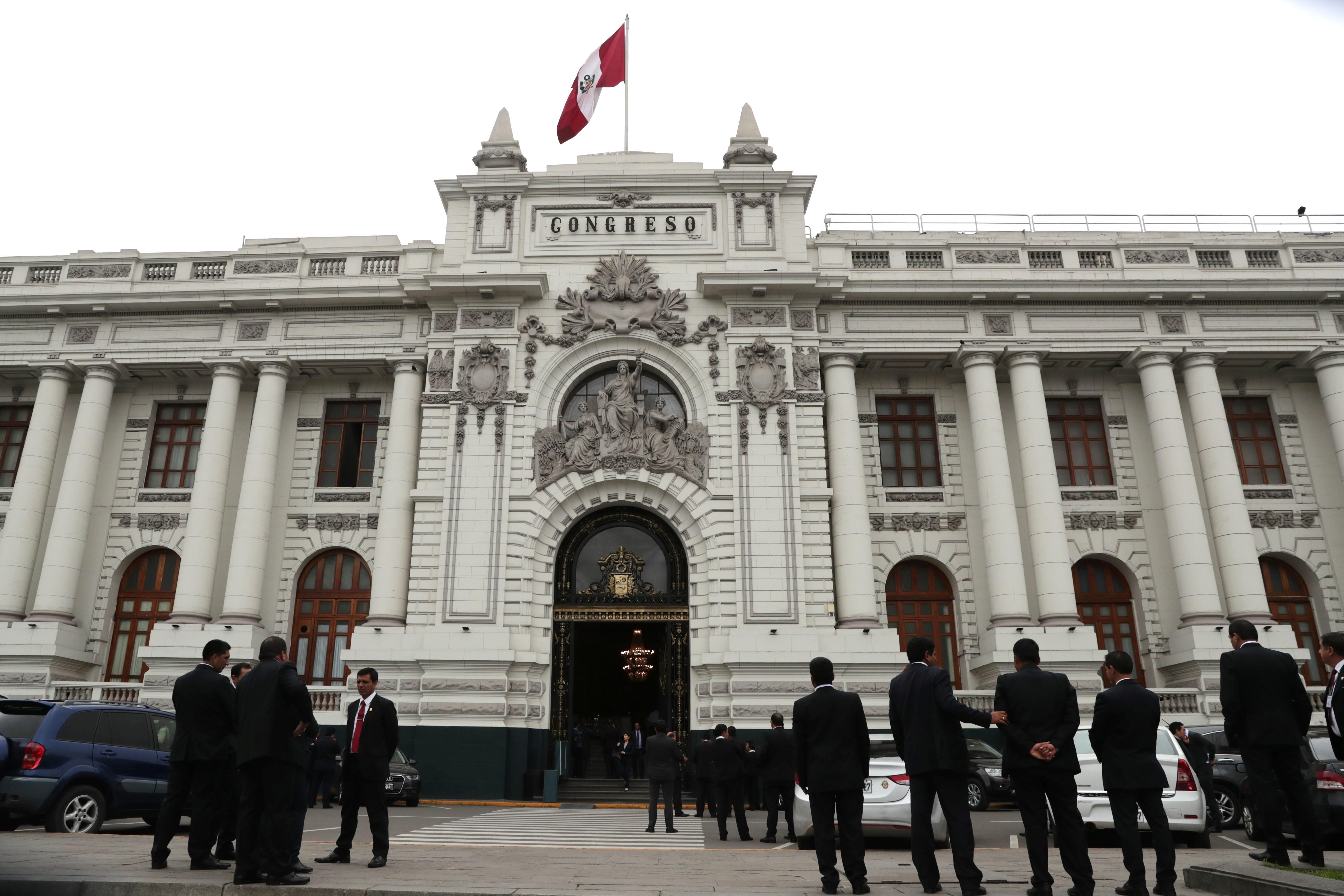 Congresso do Peru aprova fim da imunidade parlamentar após anúncio de referendo