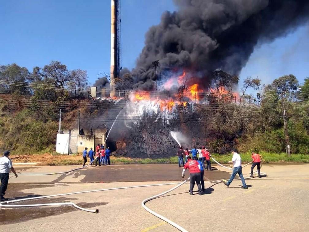 Incêndio atinge indústria em Pouso Alegre (Foto: Reprodução / Redes Sociais)