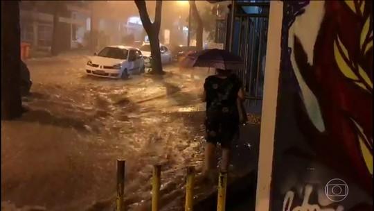 Chuva forte provoca alagamentos no Rio de Janeiro