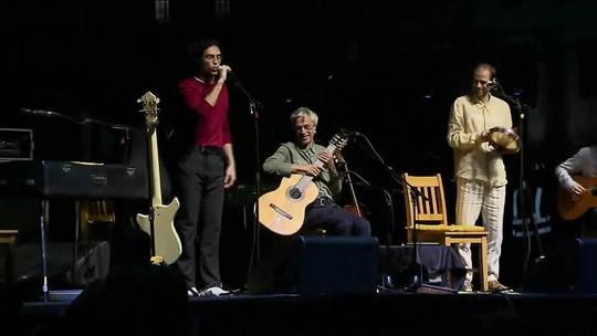 Caetano Veloso se apresenta com os filhos na Virada Cultural de São Paulo