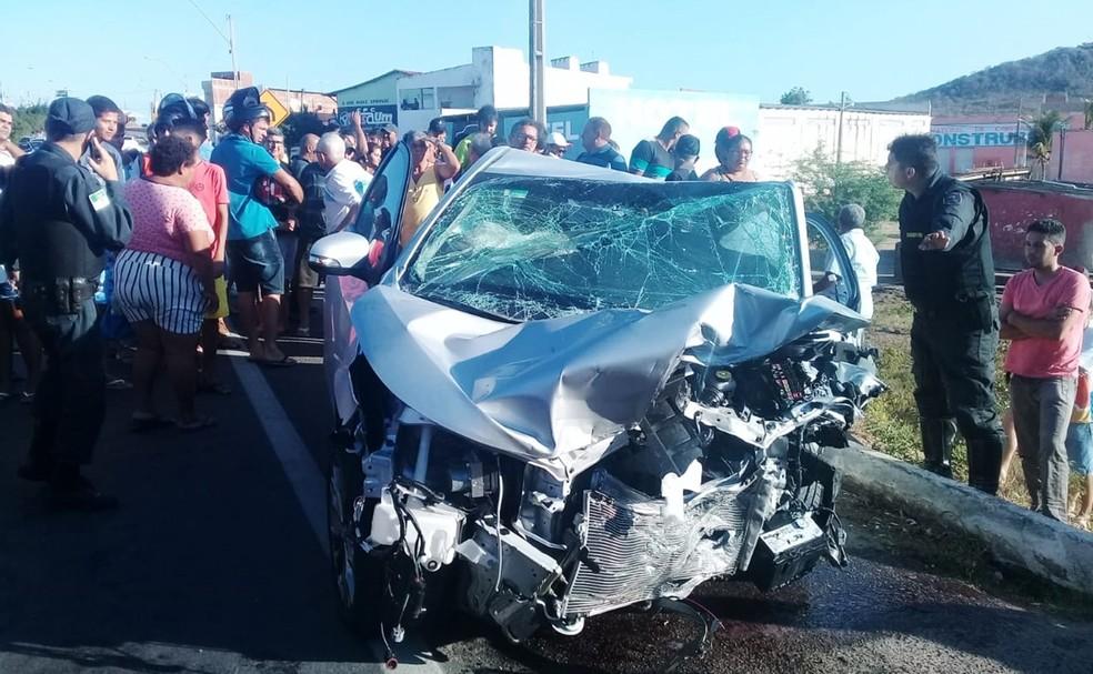 Acidente aconteceu na tarde deste domingo (22) em Santa Cruz — Foto: André Fotos