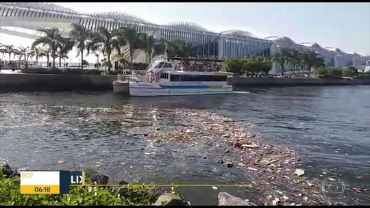 Lixo invade Baía de Guanabara em frente ao Museu do Amanhã