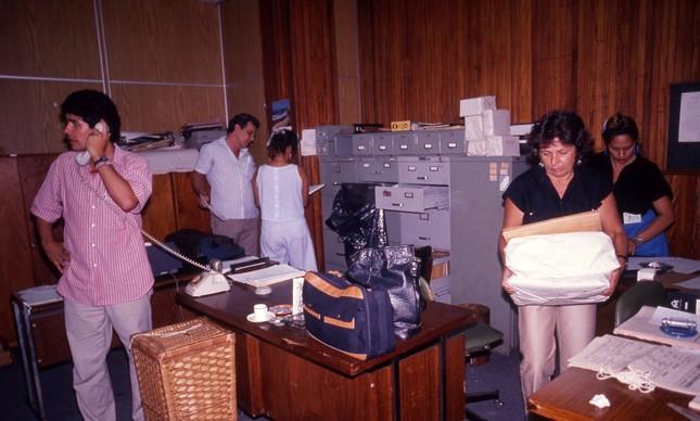 Chico Alencar, ao telefone, invadiu um dos três gabinetes ocupados pelo vereador Ivo da Silva do (PTR)