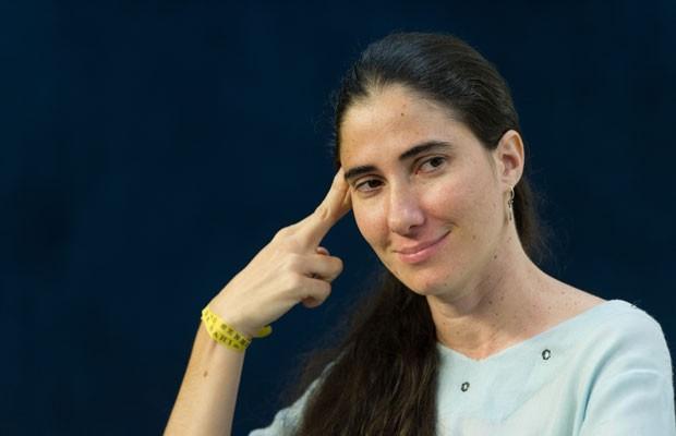 Yoani Sanchez, durante palestra em São Paulo, nesta quinta-feira (21) (Foto: Yasuyoshi Chiba/AFP)