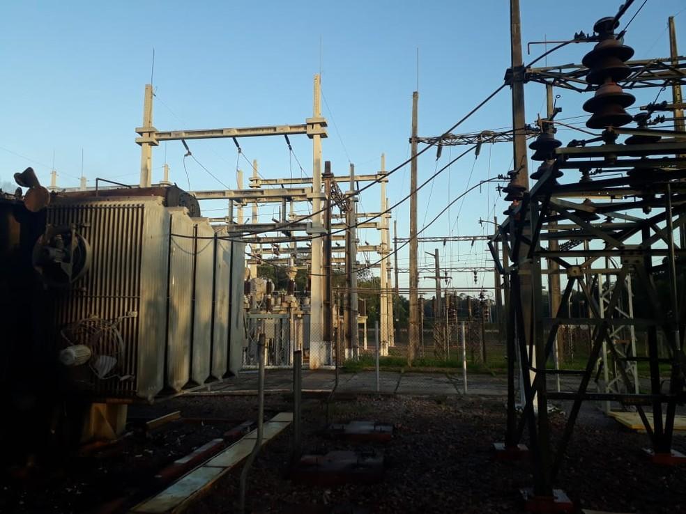 -  Incêndio na subestação da Celpa em Barcarena deixou nove municípios sem energia no domingo  10 . Unidade móvel foi instala e a energia reestabelecida