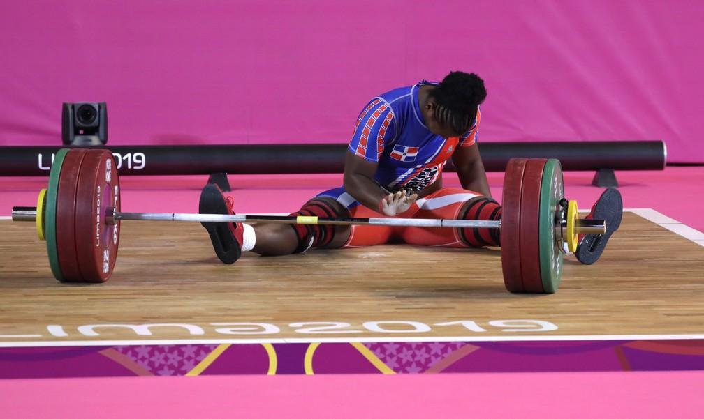 Atleta chora com o braço esquerdo parado — Foto: REUTERS/Guadalupe Pardo
