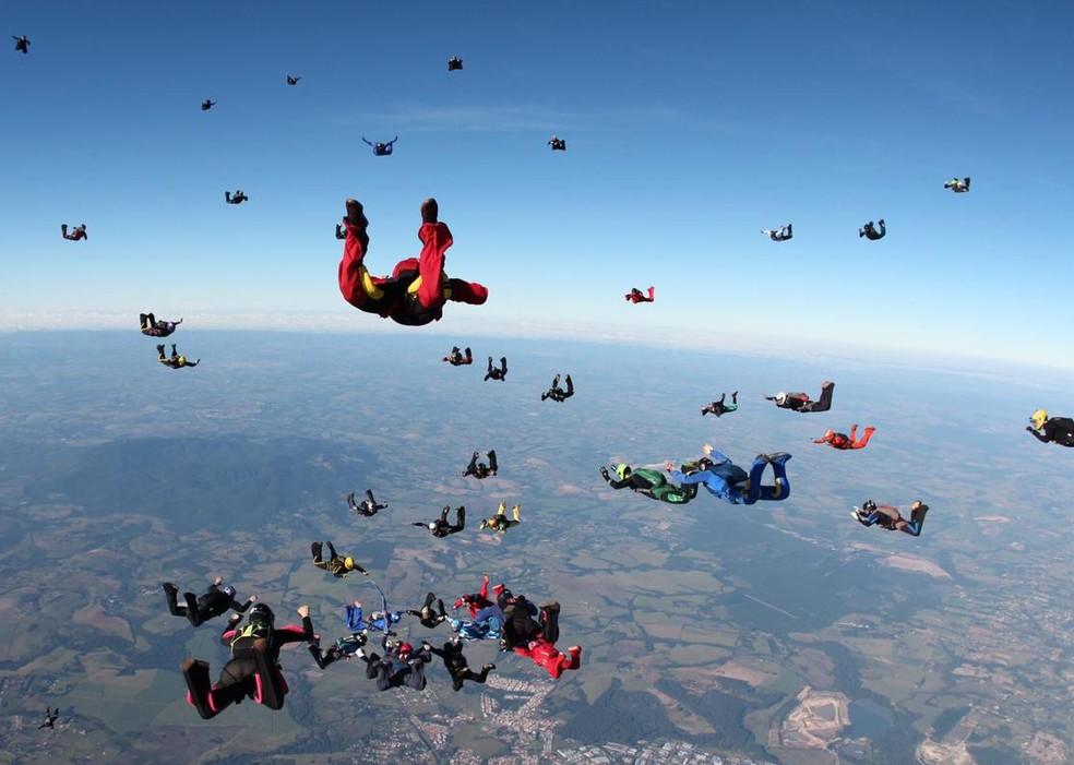Grupo de atletas bate recorde brasileiro de paraquedismo em Boituva — Foto: Arquivo pessoal/David Rodrigues