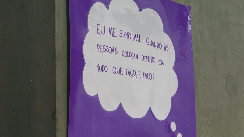 Alunos de escola do DF espalham cartazes com frases contra a prática do bullying  (Foto: TV Globo/ Reprodução )