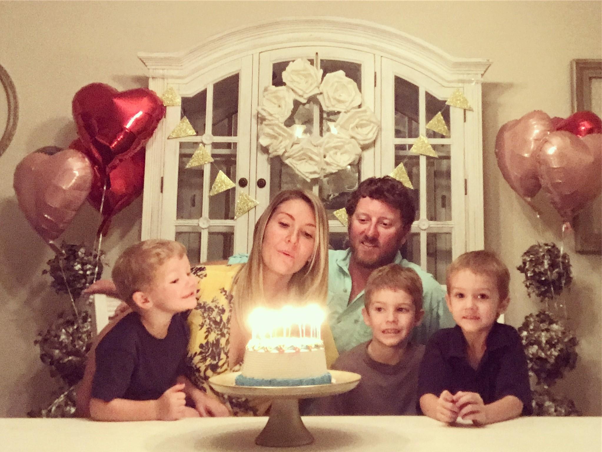 Nikki, o marido e os três filhos (Foto: Arquivo Pessoal)