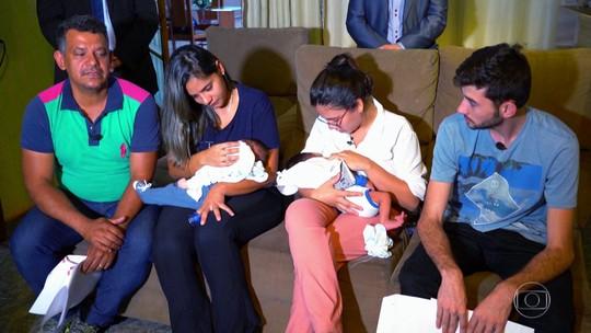 Famílias se reúnem em festa para comemorar 1º 'mesversário' dos bebês trocados em hospital de Trindade: 'Sempre juntos'