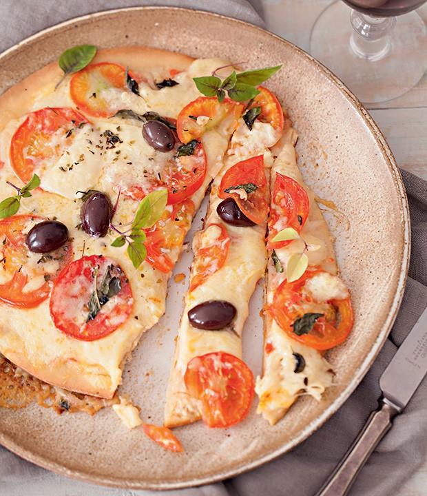 Pizza de margherita sem glúten (Foto: Elisa Correa/Editora Globo)