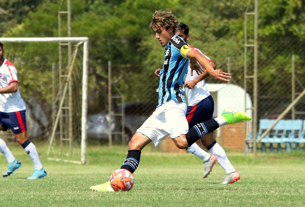 Victor Bobsin e Diego Rosa, do Grêmio — Foto: Rodrigo Fatturi/Grêmio