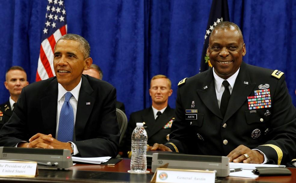 Foto de setembro de 2014 mostra o então presidente dos EUA, Barack Obama, ao lado do general Lloyd Austin III, que deve ser nomeado por Joe Biden como secretário de Defesa dos EUA — Foto: Larry Downing/Arquivo/Reuters