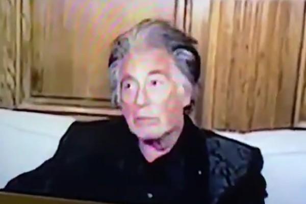 Al Pacino parece ter cochilado no meio do Globo de Ouro de 2021 (Foto: reprodução)