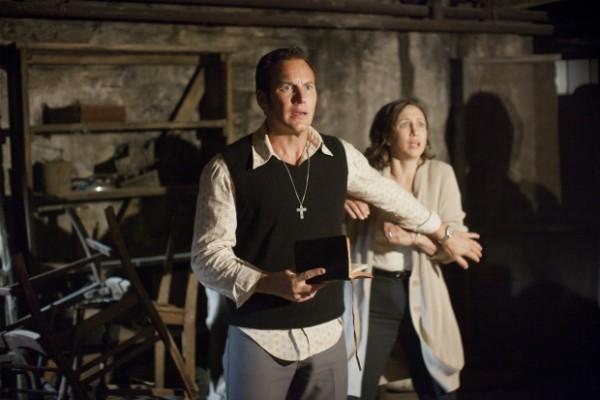 Patrick Wilson e Vera Farmiga em cena no porão da casa assombrada de 'Invocação do Mal' (Foto: Divulgação)