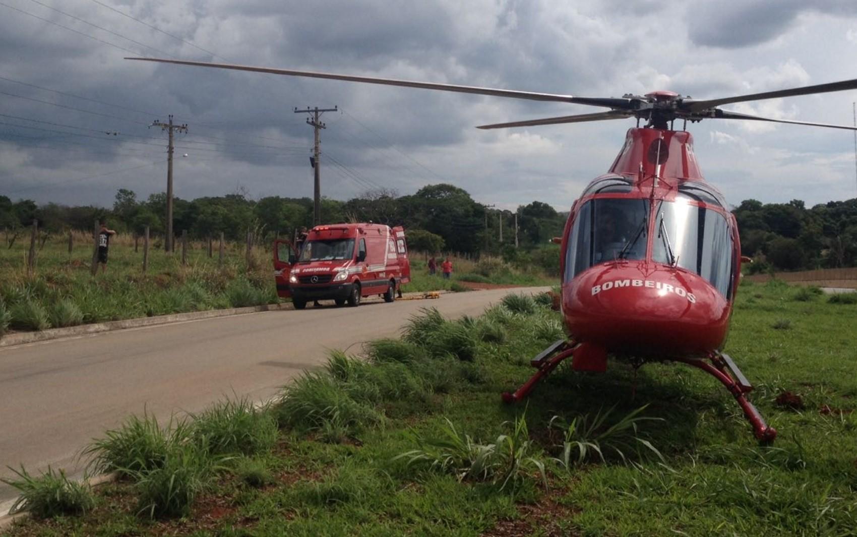 Motorista sofre acidente na BR-060 e é arremessada pra fora de carro em Guapó, dizem bombeiros