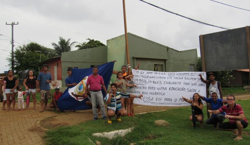 O grupo fez a denúcia nas ruas  (Foto: Ana Clara Marinho/TV Globo )