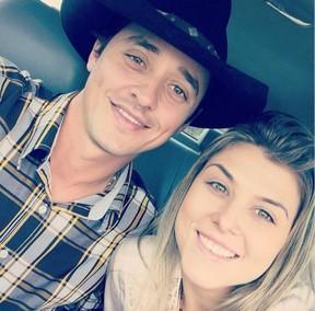 Fael Cordeiro com a noiva, Cibele (Foto: Reprodução/Instagram)
