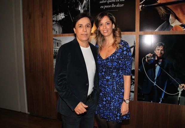 Tom Cavalcante e a mulher no lançamento do livro de Roberto Carlos (Foto: Celso Tavares / EGO)