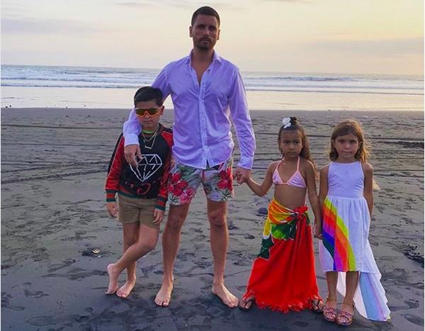 Scott Disick com seus três filhos com Kourtney Kardashian (Foto: Instagram)