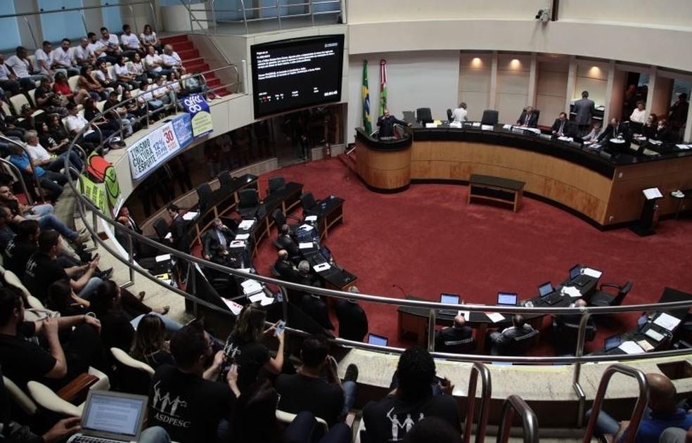 Deputados de SC derrubaram pensão vitalícia a ex-governadores em sessão nesta terça (19) (Foto: Solon Soares/Agência AL)