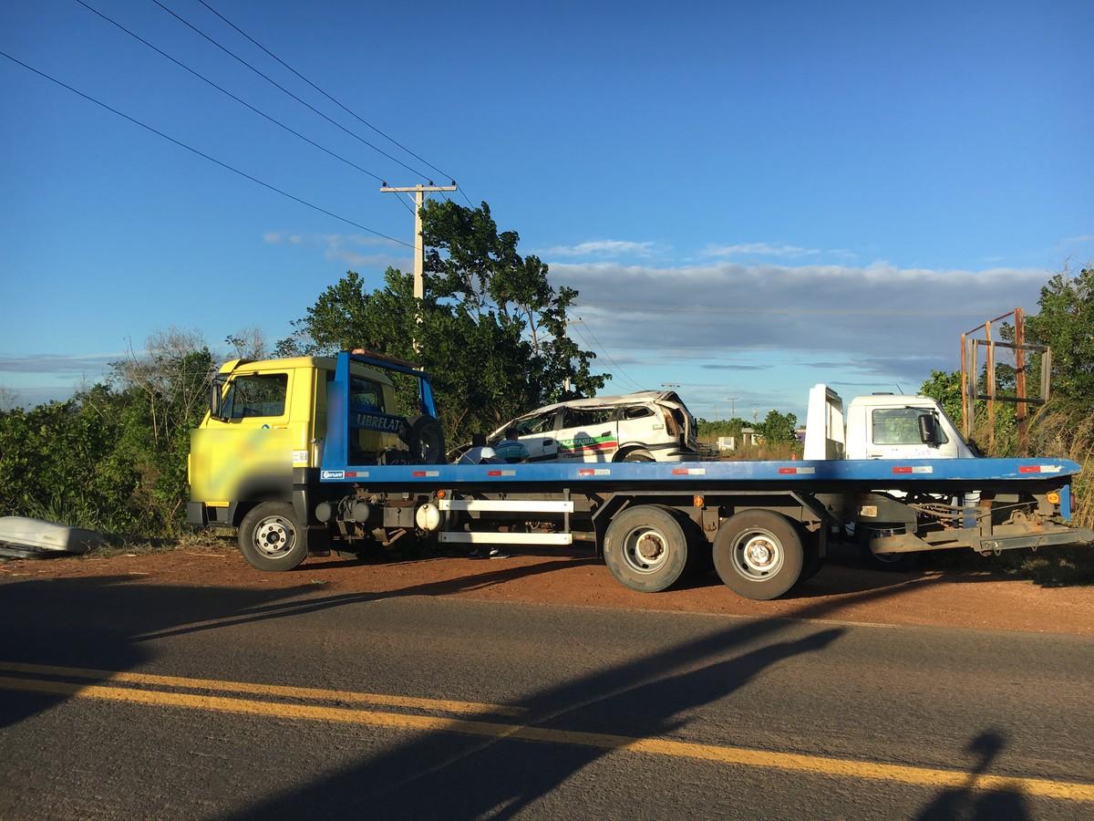 Acidente entre táxi e moto deixa feridos na BR-174, em RR
