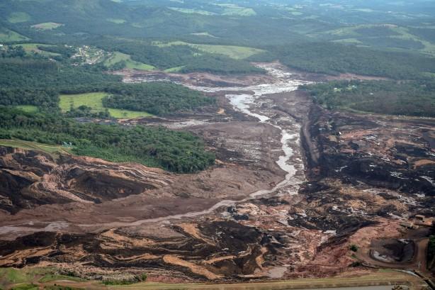 O Córrego do Feijão após o rompimento da barragem da Vale.  (Foto: Gaspar Nóbrega/ SOS Mata Atlântica)