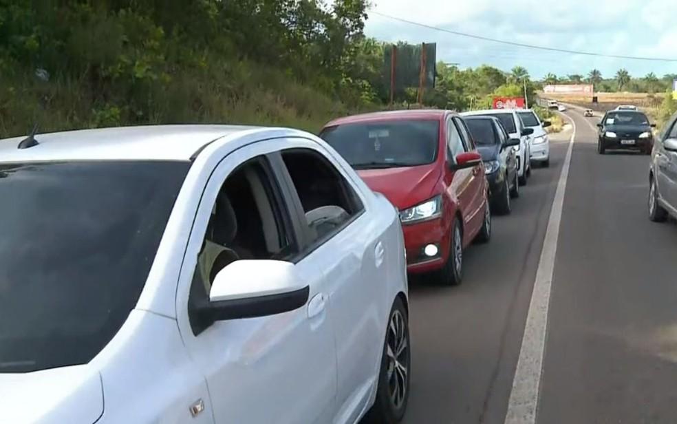 Movimento de retorno para Salvador é de longas filas e espera pelo ferry boat  — Foto: Reprodução/TV Bahia
