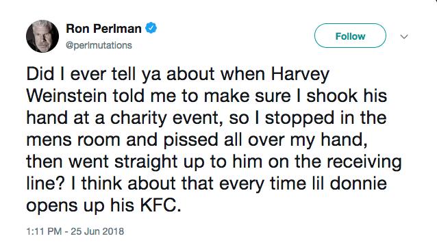 O tuíte revelador do ator Ron Perlman sobre a vez que fez xixi na mão para cumprimentar o produtor Harvey Weinstein (Foto: Twitter)